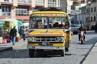 Боливия Многонациональное Государство Боливия. autobus amarillo