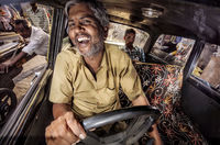 16 бесподобных снимков о жарких буднях индийских таксистов