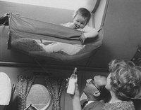 А вы уже видели, как младенцы путешествовали в самолетах в 50-е годы?