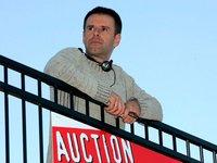 Мужчине надоела его жалкая жизнь, и он продал ее на аукционе eBay