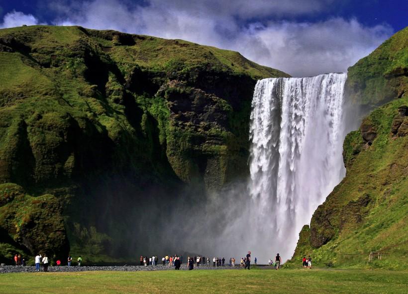 На фото: водопад Скоугафосс