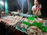 Ночной рыбный рынок на Патонге