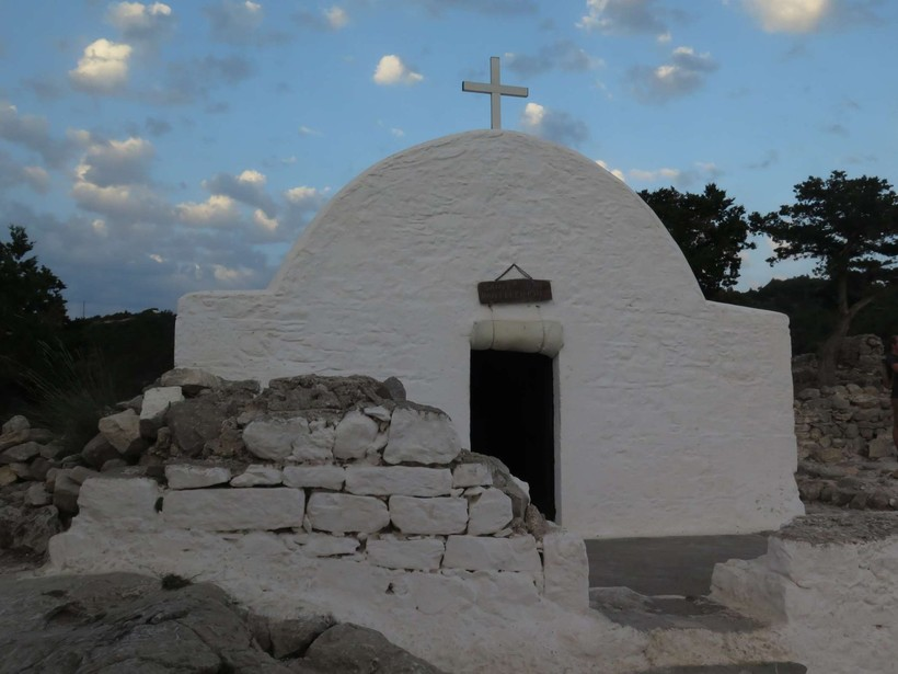 Церквушка в деревне Монолитос