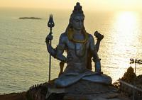 Огромная статуя Шивы