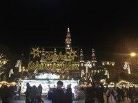Рождественская ярмарка перед ратушей в Вене