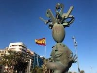Удивительная скульптура на набережной Аликанте