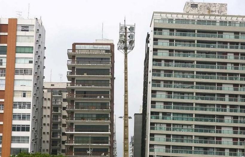 Город падающих зданий: почему в бразильском Сантосе дома напоминают Пизанскую башню