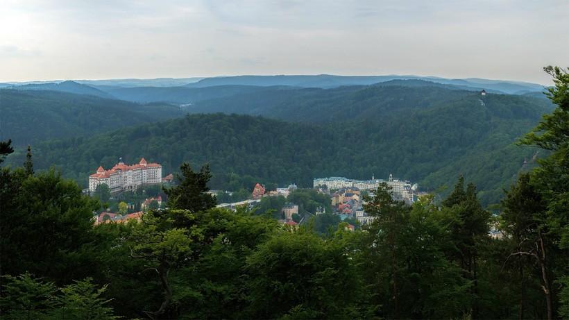 Вид на Карловы Вары со смотровой площадки