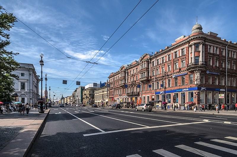 Редкое зрелище: Невский проспект почти без машин