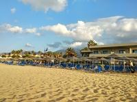 Песчаные пляжи на курорте Малия, остров Крит