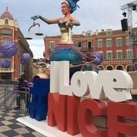 На карнавале в Ницце