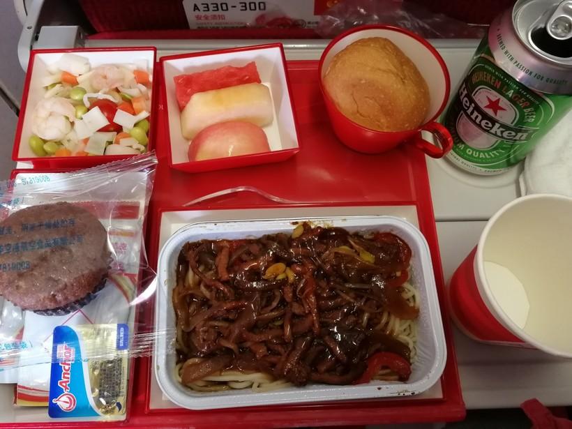 питание на борту в Hainan Airlines.