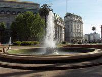 Один из фонтанов на площади