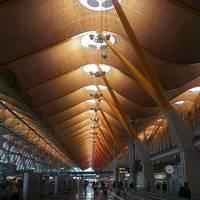 здание аэропорта в Мадриде, Испания