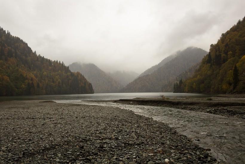 Осеннее озеро Рица