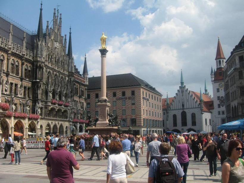 Мюнхен: Мариенплац, Старая ратуша