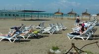 Анталийские пляжи начинают заполняться прямо с утра
