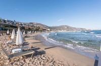 Майское утро на стандартном афинском пляже.