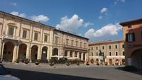 Жаркая погода и пустынные улицы в Италии в августе