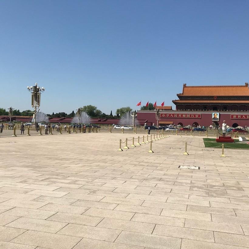 Апрель на площади Тяньаньмэнь в Пекине