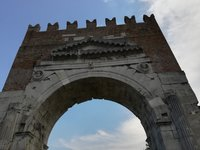 Триумфальная арка Arco d'Augusto в Римини