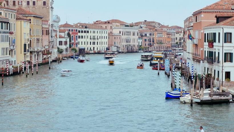 В Венеции все передвигаются на лодках