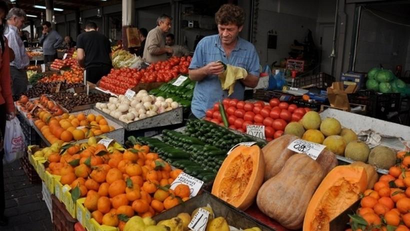 Фермер привез октябрьский урожай. Рынок Афин.