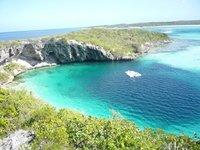 Голубая дыра на Багамах, куда погружаются дайверы, чтобы испытать свою храбрость
