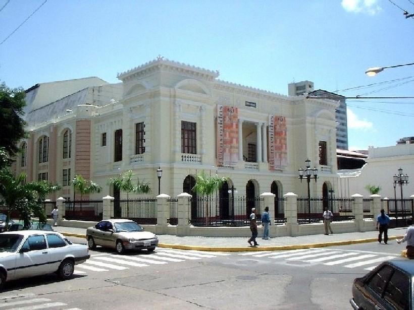 Венесуэльская Валенсия — октябрьский полдень.
