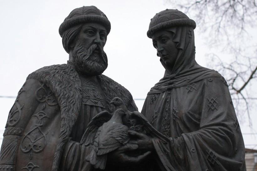 Памятник Святым благоверным Петру и Февронии в Туле, ноябрь 2018