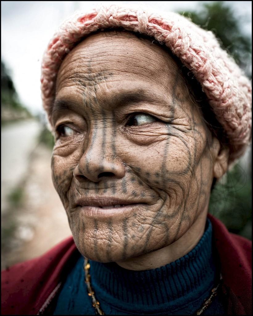 Зачем женщинам Бирмы наносили на лицо татуировки