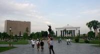 Ташкент: после заката народ выползает на улицу