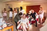 Глажка в последнюю минуту и отец в танце: британец делает реальные фото свадеб
