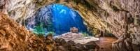 Потрясающая «золотая» пещера в Таиланде, достойная трона короля