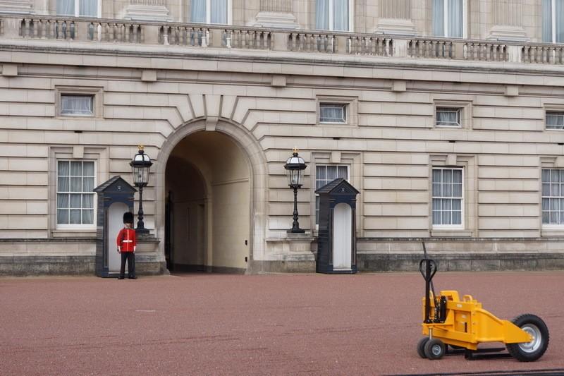 Каково жить в Букингемском дворце