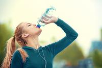 Ученый из Швеции рассказал, сколько воды в день нужно выпивать на самом деле
