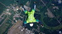 Видео: Реальные истории людей, выживших после падения без парашюта