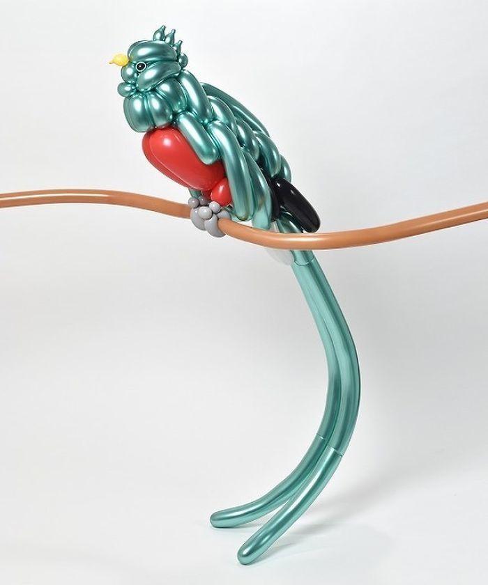 Японец делает невероятные вещи из надувных шаров