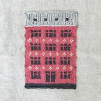 Художник вяжет гигантское одеяло, посвященное красочной архитектуре Копенгагена