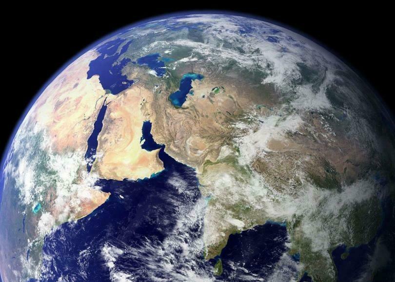 Сложно представить обстоятельства, при которых жизнь на Земле смогла появиться самостоятельно
