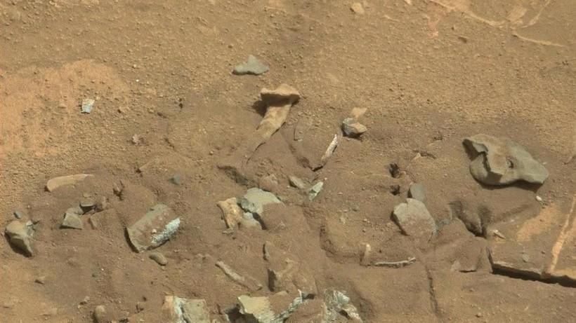 От костра до пластикового пакета и обеденной ложки: странные находки на снимках Марса