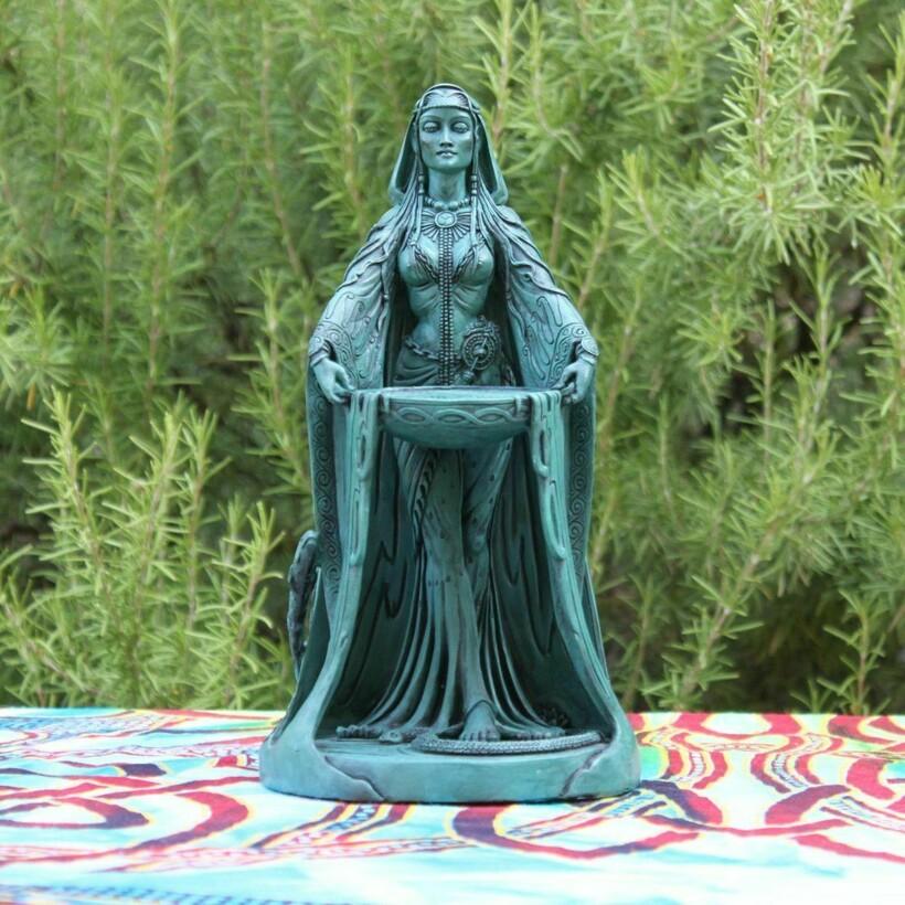 Статуэтка богини Дану, почитаемой кельтами
