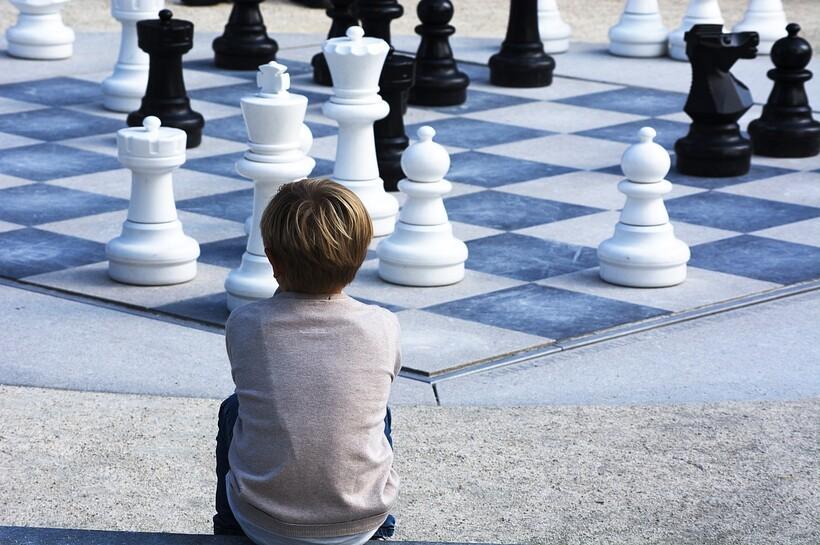 Сегодня молодое поколение редко играет в шахматы. Фото: Positive_Images/pixabay.com