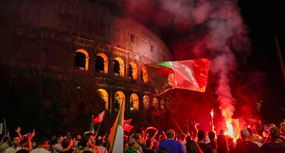 Фото дня: итальянцы празднуют победу в чемпионате Европы
